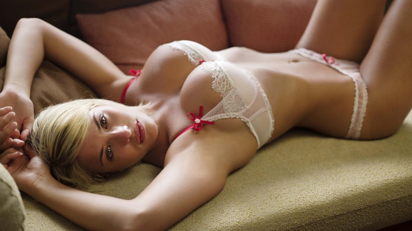 Красивый секс с загорелой блондинкой